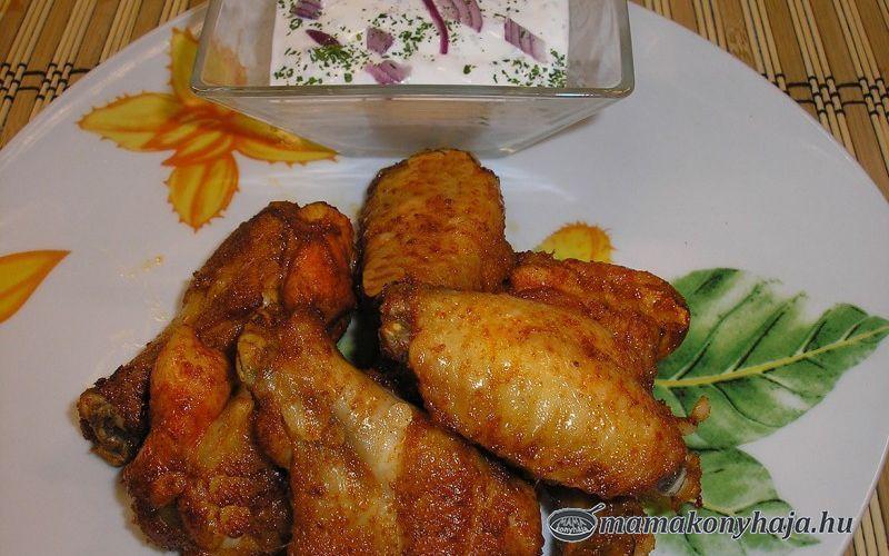 Csípős csirkeszárny lilahagymás tejföllel